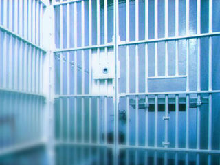 Inmate serving life can't sue because he's dead