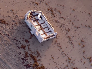 Boat washes ashore on Palm Beach