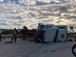 Tractor trailer crash blocks lanes on I-95 South