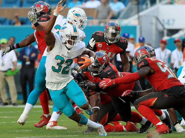 Tampa Bay wins second in a row, tops Dolphins 23-20