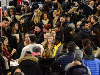 Stores hope deals draw shoppers for Black Friday