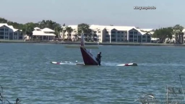 Pilot crashes plane into Broward County lake