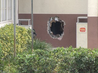 Burglars smash wall at Golden Corral in RPB