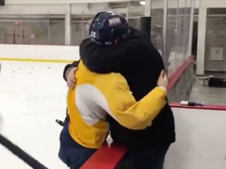VIDEO: Hockey player tells dad he made US team