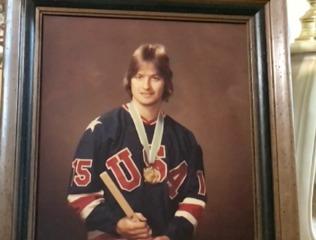 Legendary hockey player moves to Stuart