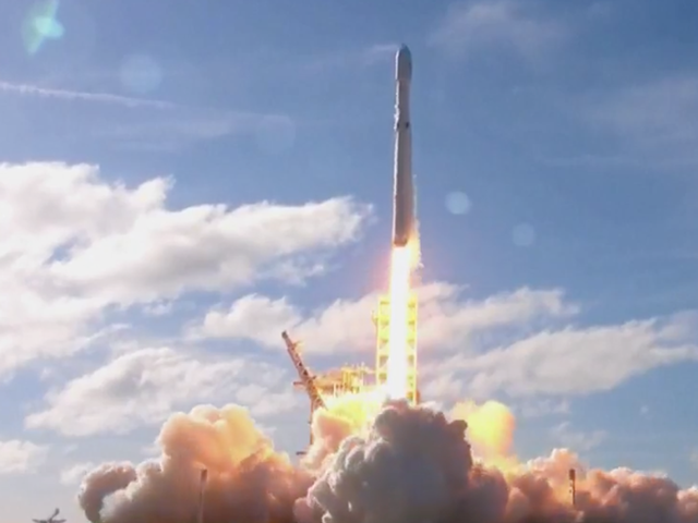 SpaceX's hot new monster rocket, The Falcon Heavy, ready ...