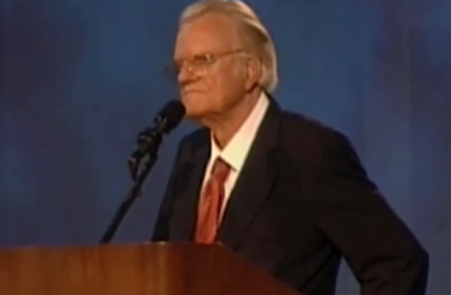 Ex-presidents, friends, family pay respects to Billy Graham