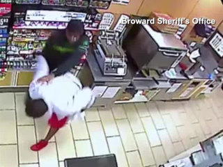 VIDEO: Broward clerk fends off robber with knife