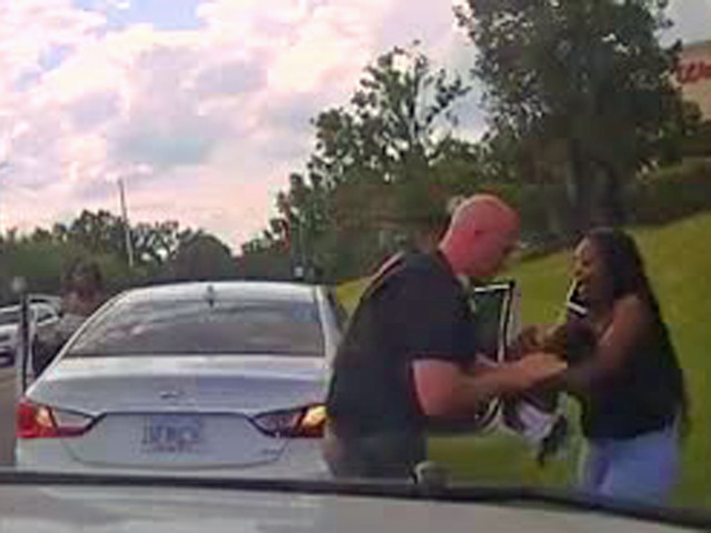 Frantic mom grabs sheriff's deputy to save baby's life