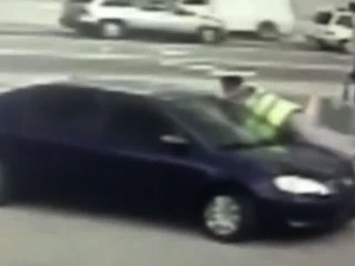 VIDEO: Orlando carjacking victim jumps onto hood