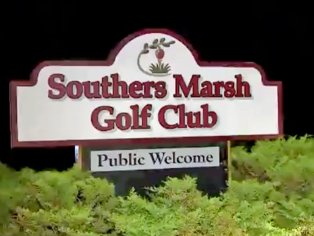 man bites off another man s finger in golf course brawl