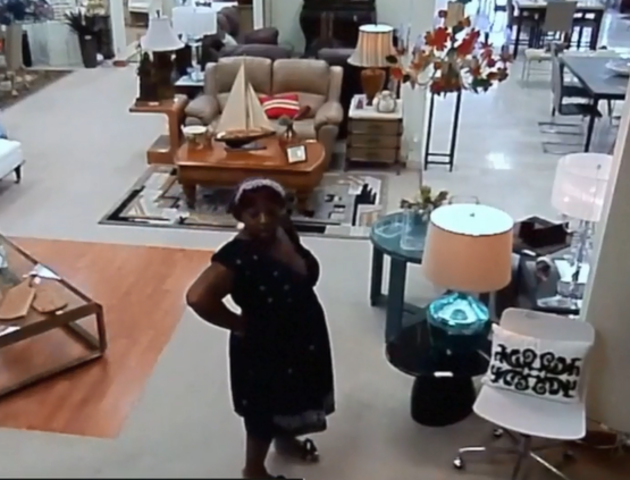Security Camera Catches Wallet Theft At Boca Raton Store