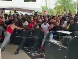 Crowd gets unruly at Air Jordan 1 shoe release